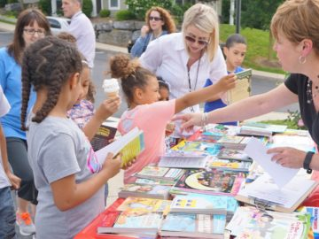 New outreach partnership brings free books to children in their neighborhoods