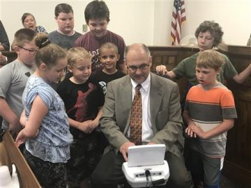 Courthouse visit gives a lesson in law, history