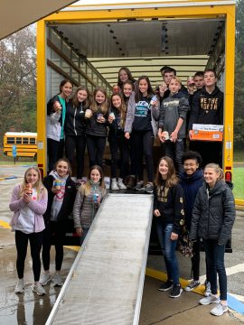 Pleasant Hills Middle School Students Surpass Thanksgiving Food Drive Goal
