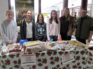 Pleasant Hills Middle School bakes holiday cookies for local Meals on Wheels