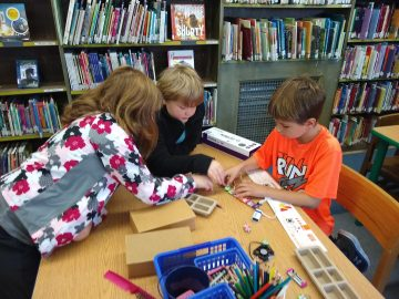 Fourth-grade class uses library space to learn how electricity works